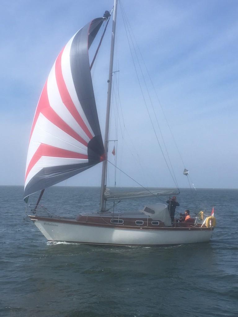 Wilhemina met Spinaker op IJsselmeer