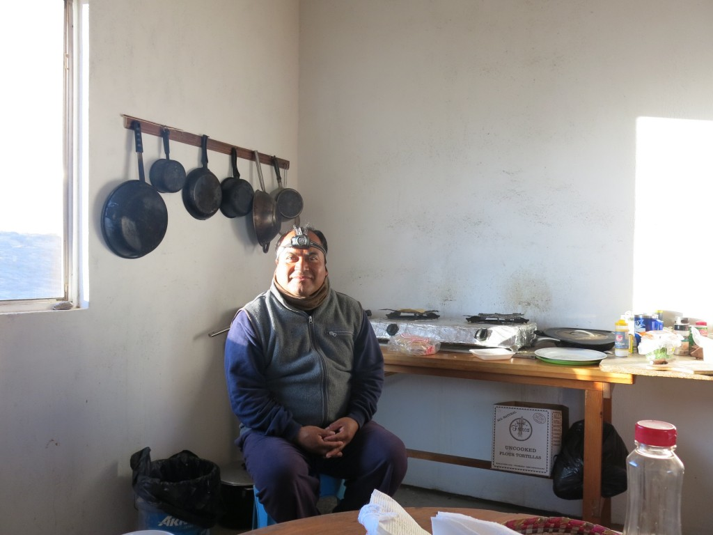 Onze gastheer Ramon in zijn keuken