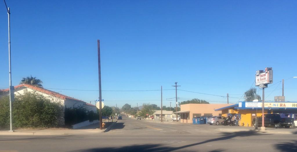 Straat in Yuma bij het hotel