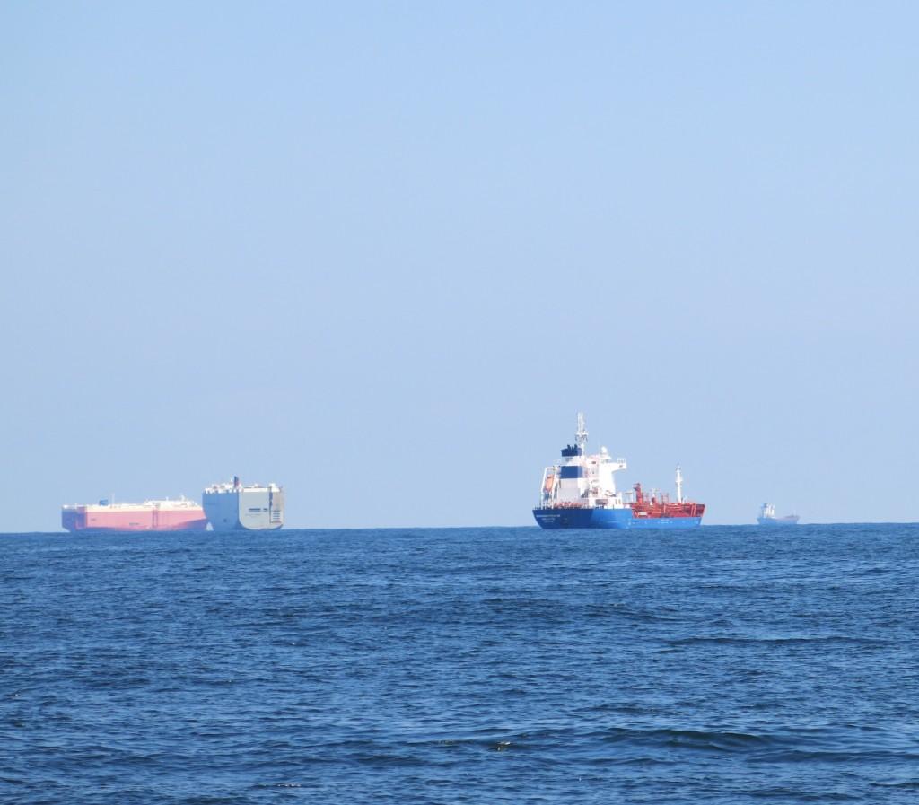 Zeeschepen voor anker voor Hamburg of Bremen